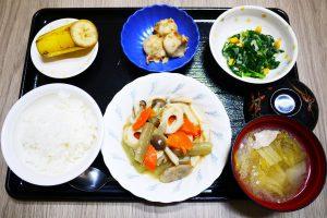 きょうのお昼ごはんは、炊き合わせ、和え物、里芋のおかかポン酢和え、みそ汁、果物でした。