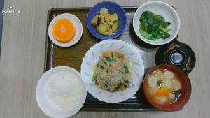 今日のお昼ご飯は 豚肉と春雨の中華煮 生姜和え  コロコロ煮 みそ汁   くだものでした
