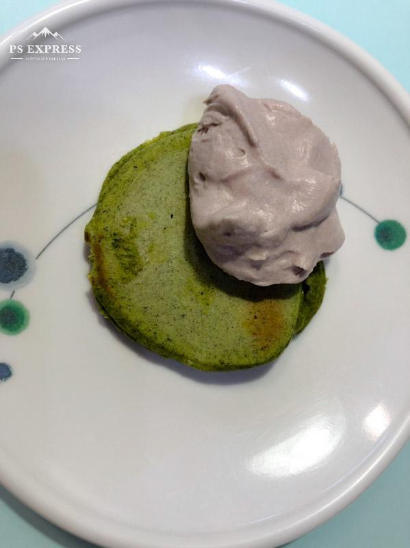 今日のおやつは【緑茶パンケーキ】です。