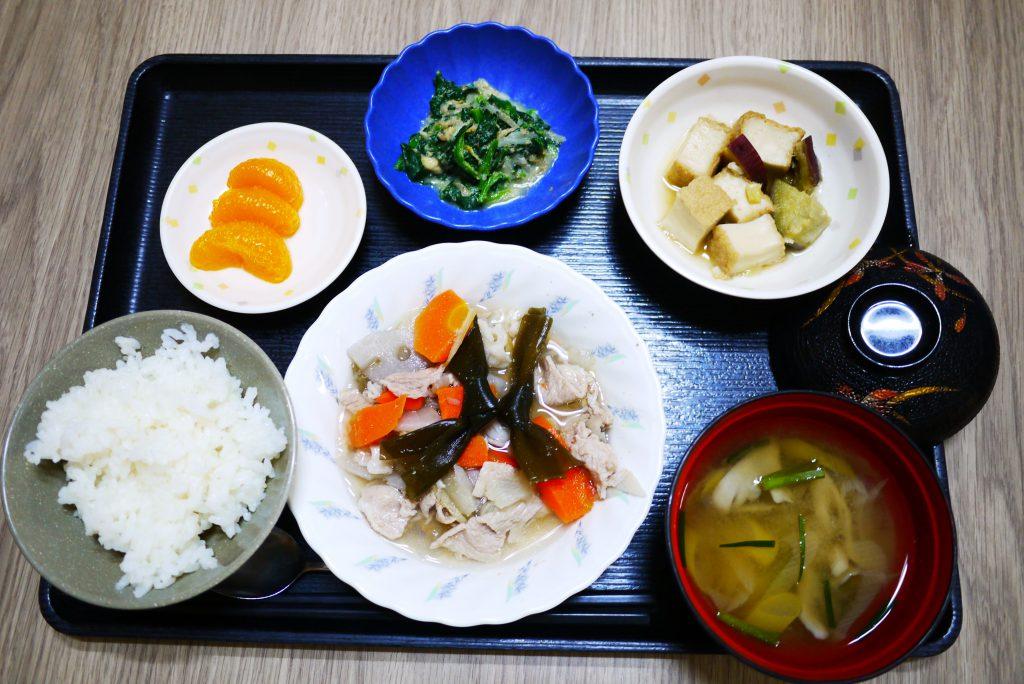 きょうのお昼ごはんは、和風ポトフ、ほうれん草のごま和え、厚揚げ煮、みそ汁、果物でした。