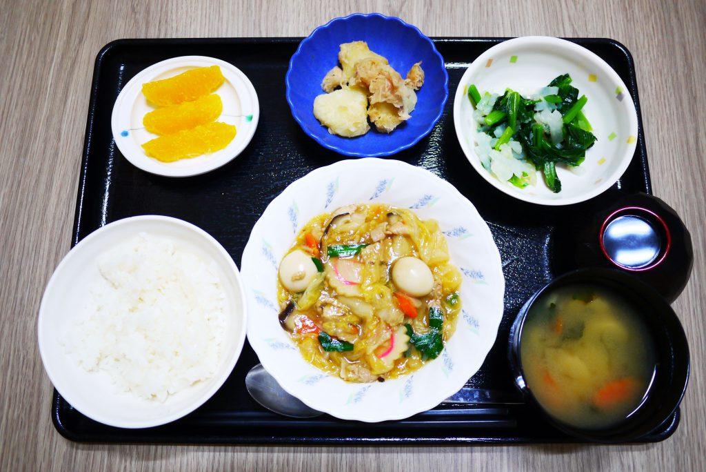 きょうのお昼ごはんは、八宝菜、ナムル、じゃが煮、みそ汁、果物でした。