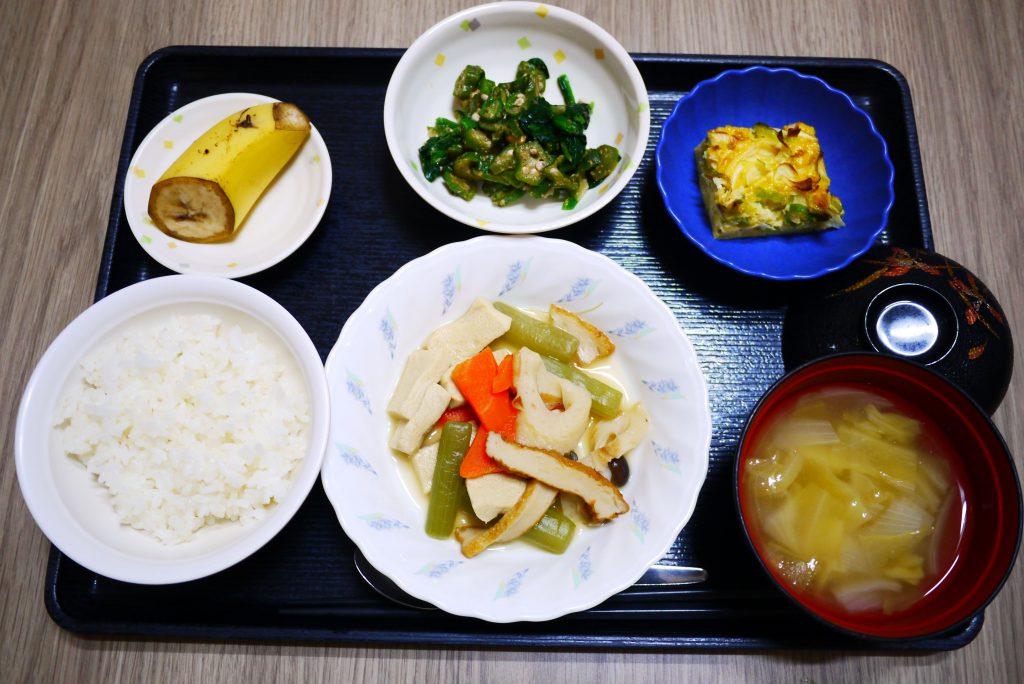 きょうのお昼ごはんは、炊き合わせ、梅おかか和え、ねぎ卵焼き、みそ汁、果物でした。