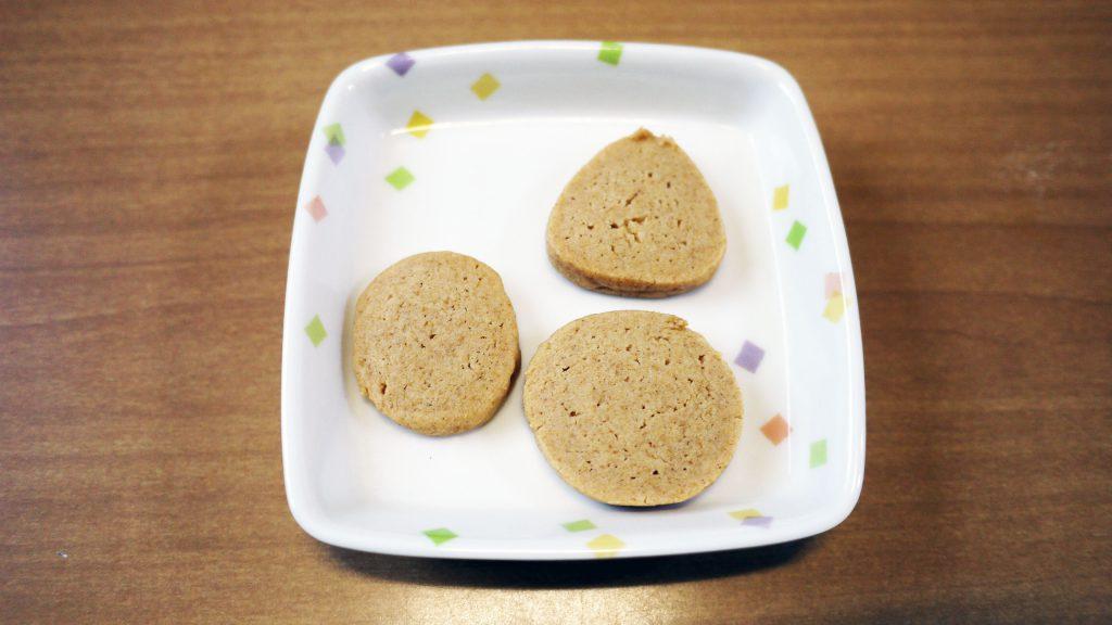 きょうのおやつは、きな粉クッキーでした。