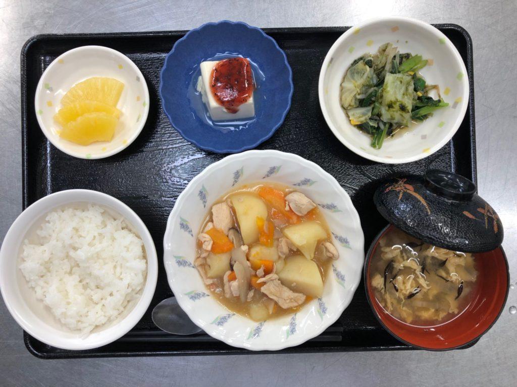 今日のお昼ごはんは、吉野煮、焼きのり和え、梅香味奴、みそ汁、果物でした。