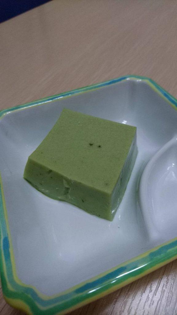 今日のおやつは 抹茶豆腐ゼリーです