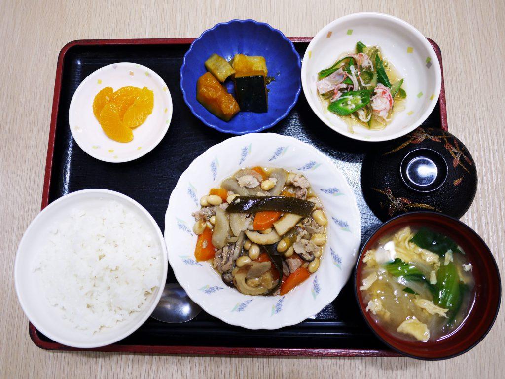 きょうのお昼ごはんは、五目大豆煮、ところ天和え、含め煮、みそ汁、果物でした。