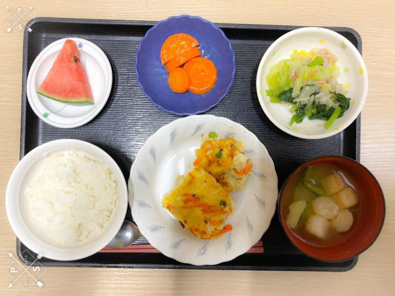 今日のお昼ごはんは、擬製豆腐、具だくさんおろし、レモンバター人参、みそ汁、果物でした。
