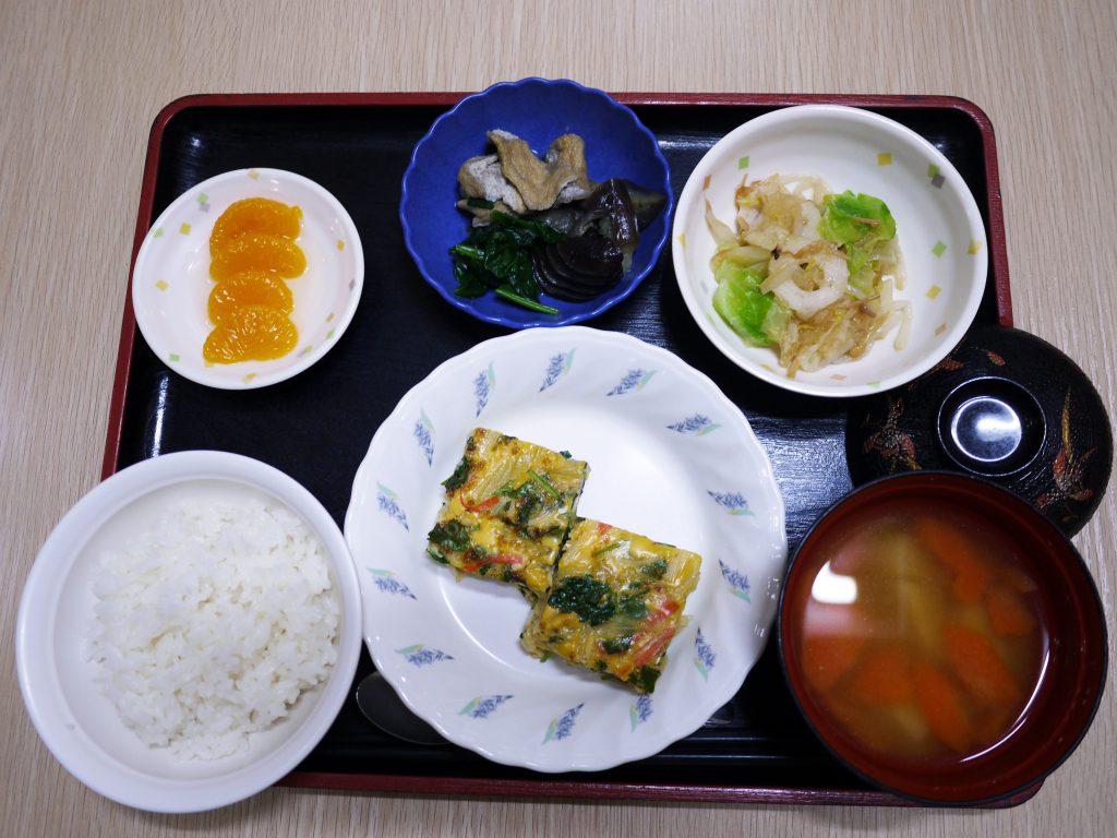 きょうのお昼ごはんは、千草焼き・おろし和え・含め煮・みそ汁・くだものでした。