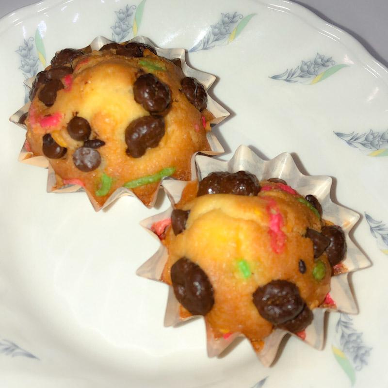 今日のおやつは【カップケーキ】です。 今日の午前中に利用者さんと作った物です。