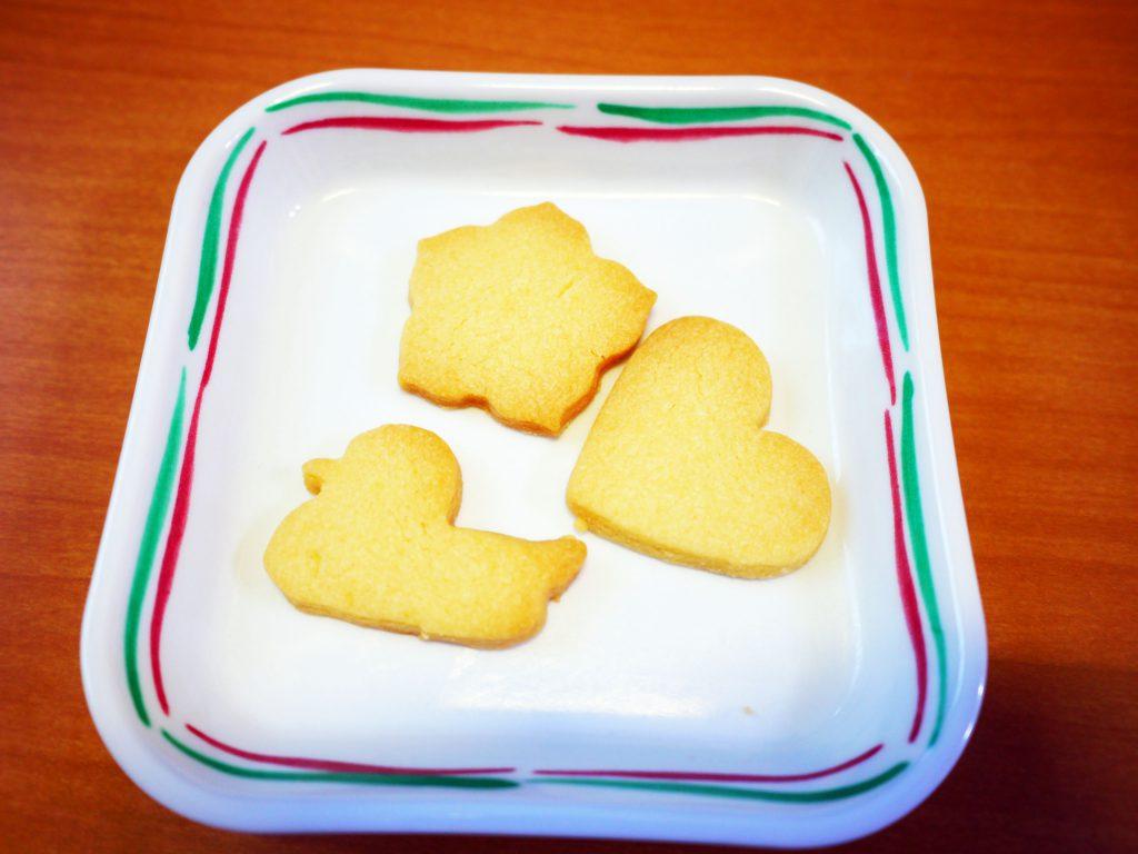 きょうのおやつは、型抜きクッキーでした。