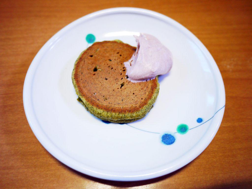 きょうのおやつは、緑茶パンケーキでした。