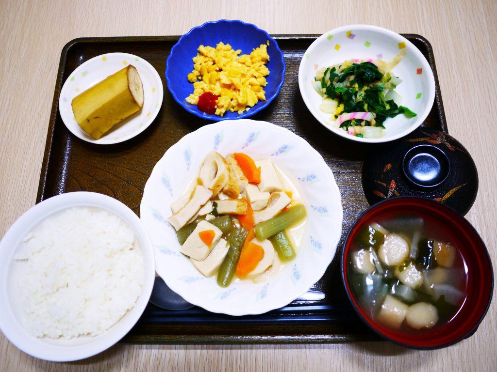 きょうのお昼ごはんは、炊き合わせ・天かす和え・炒り卵・みそ汁・くだものでした。