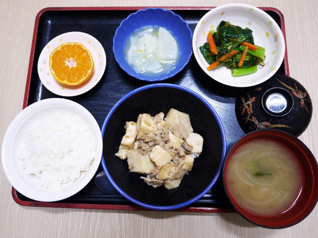 きょうのお昼ごはんは、厚揚げとしいたけのこっくり煮・めかぶ和え・大根のゆずあん・みそ汁・くだものでした。