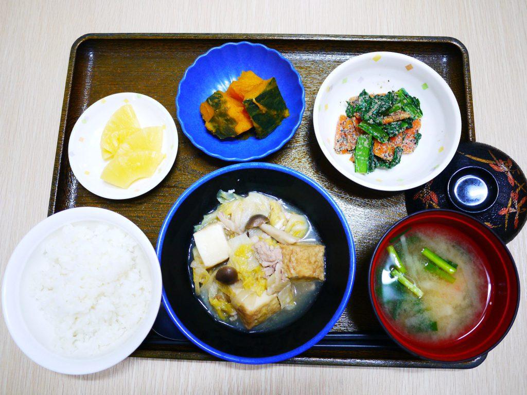 きょうのお昼ごはんは、厚揚げと白菜の塩炒め・人参のごま和え・かぼちゃ煮・みそ汁・くだものでした。