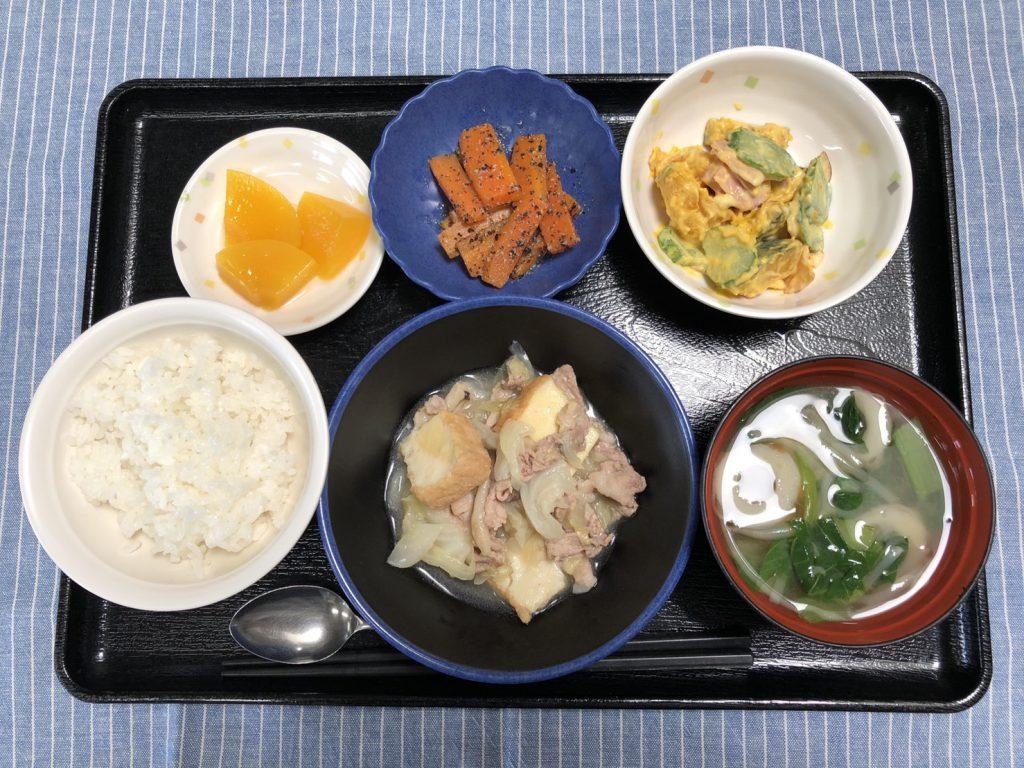 きょうのお昼ごはんは、厚揚げとキャベツの塩炒め・かぼちゃサラダ・人参のごま和え・みそ汁・くだものでした。