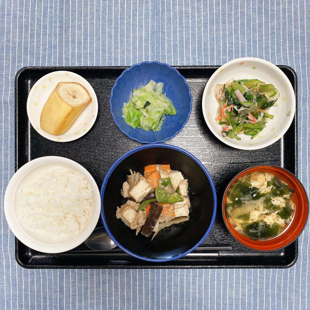 きょうのお昼ごはんは、なすとピーマンのみそ炒め・ところ天和え・浅漬け・みそ汁・くだものでした。