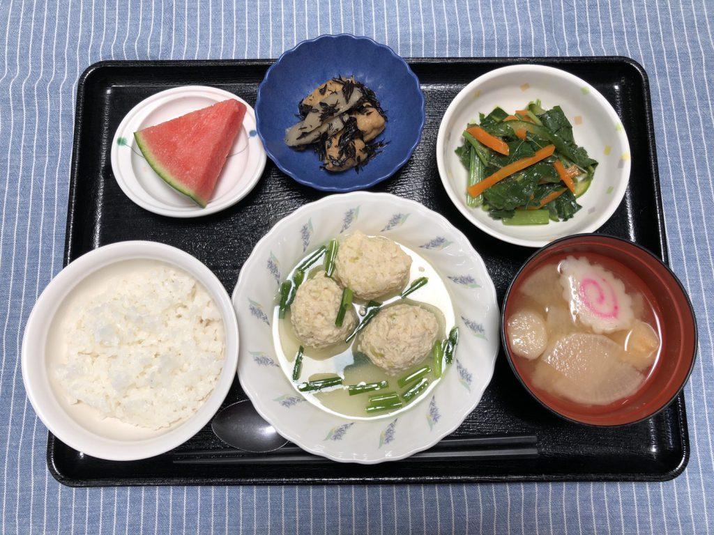 きょうのお昼ごはんは、鶏キャベツだんご・つるつる和え・ひじき煮・みそ汁・くだものでした。
