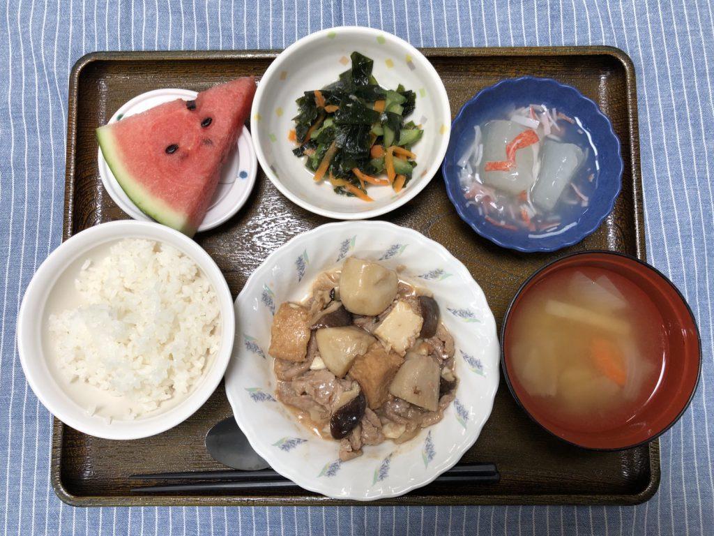 きょうのお昼ごはんは、厚揚げとしいたけのこっくり煮・わかめサラダ・冬瓜のくずあん・みそ汁・くだものでした。
