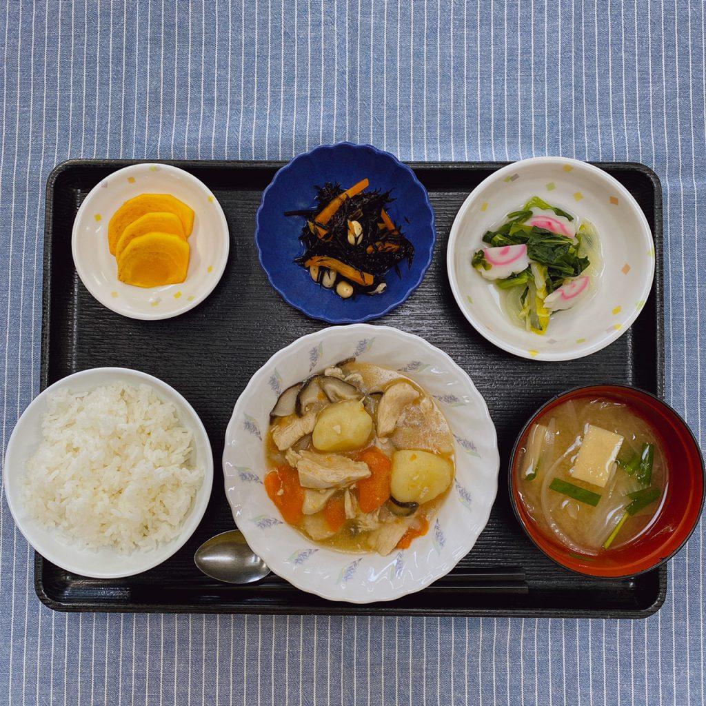 きょうのお昼ごはんは、吉野煮・煮浸し・大豆と人参のサラダ・みそ汁・くだものでした。