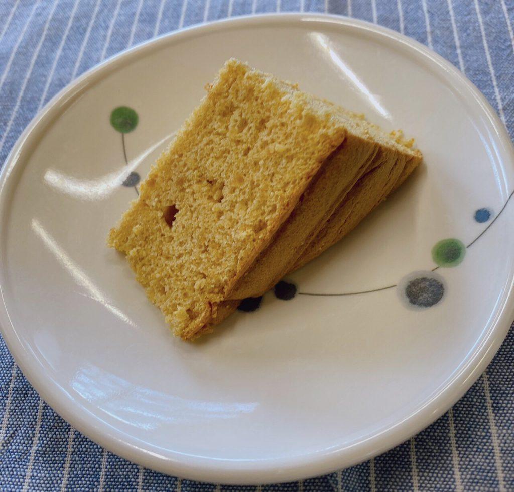 きのうのおやつは、豆腐ときな粉のケーキでした。
