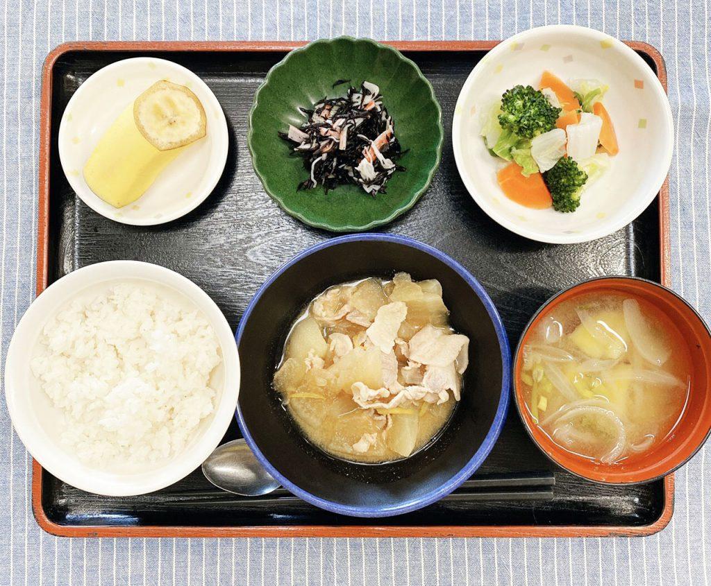 きょうのお昼ごはんは、豚肉と大根の柚子味噌煮・わさび和え・ひじきの酢の物・みそ汁・くだものでした。