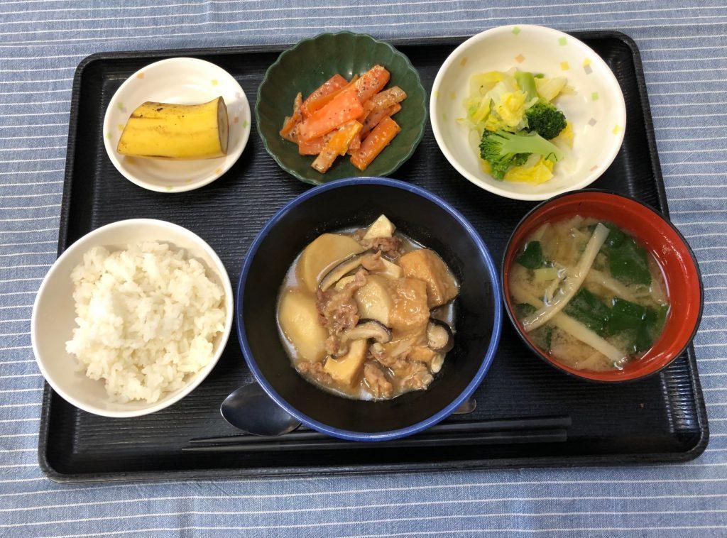 きょうのお昼ごはんは、里芋と厚揚げのこっくり煮 ゆず浸し 人参の粒マスタード みそ汁 果物でした。
