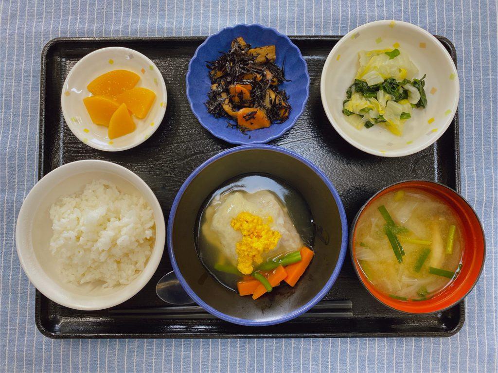 きょうのお昼ごはんは、鰆のかぶら蒸し・ひじき炒め煮・ゆず浸し・みそ汁・くだものでした。