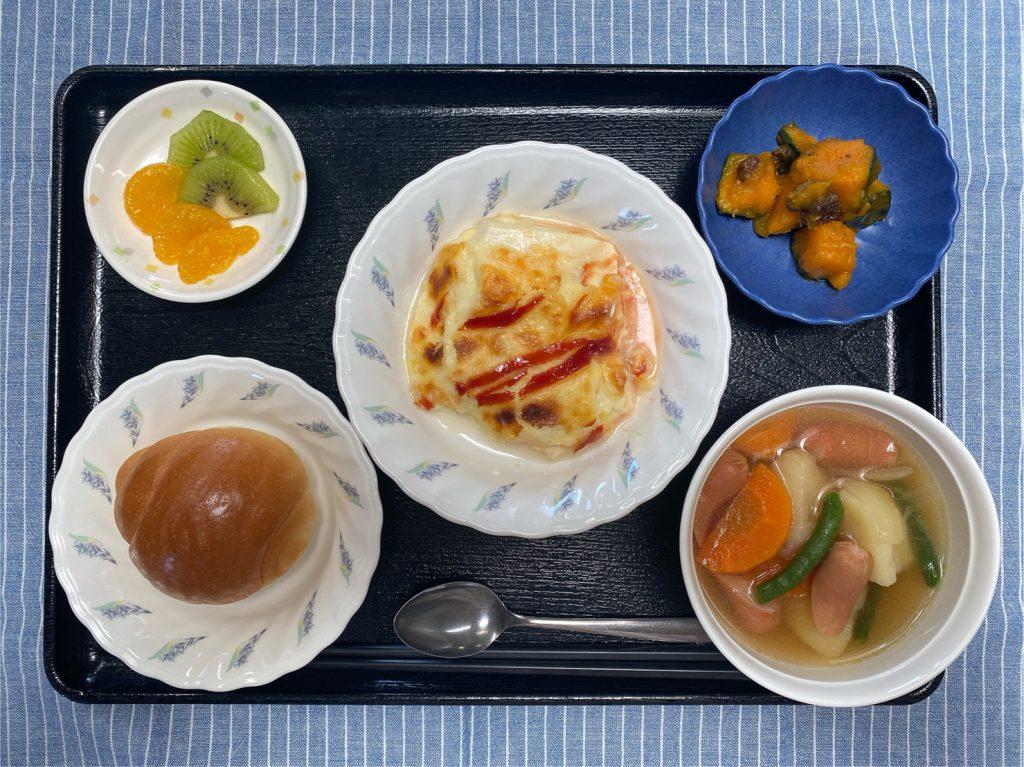 きょうのお昼ごはんは、ロールパン・豆腐グラタン・ポトフ・レモンバター人参・くだものでした。