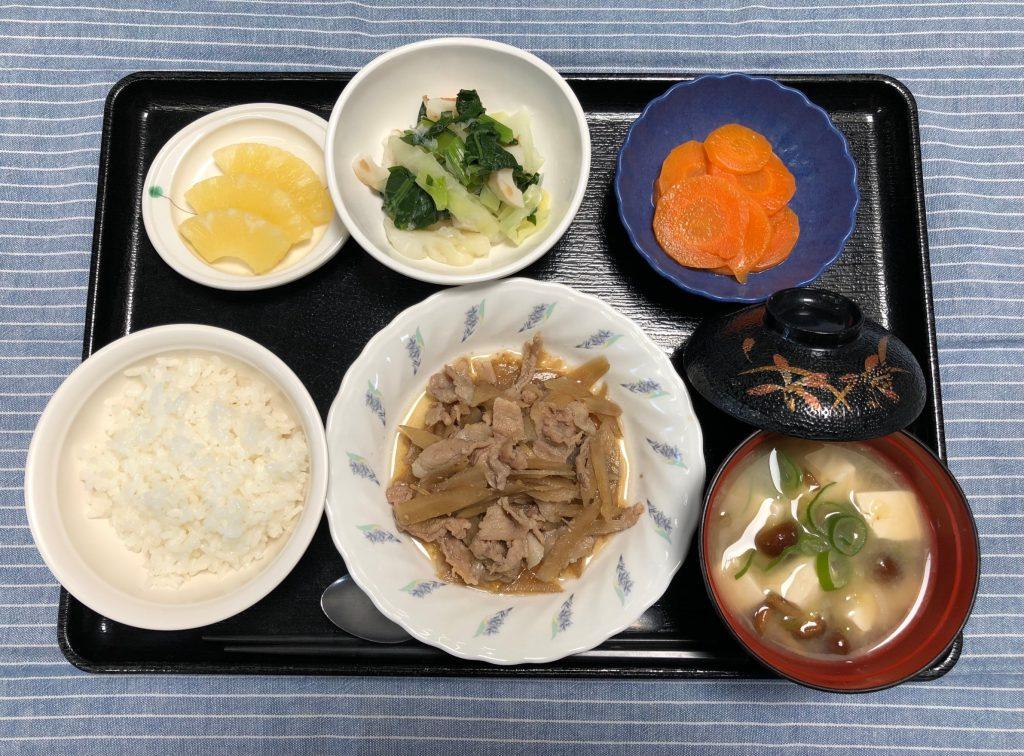 きょうのお昼ごはんは、豚肉とごぼうのしぐれ煮・具だくさんおろし・含め煮・みそ汁・くだものでした。