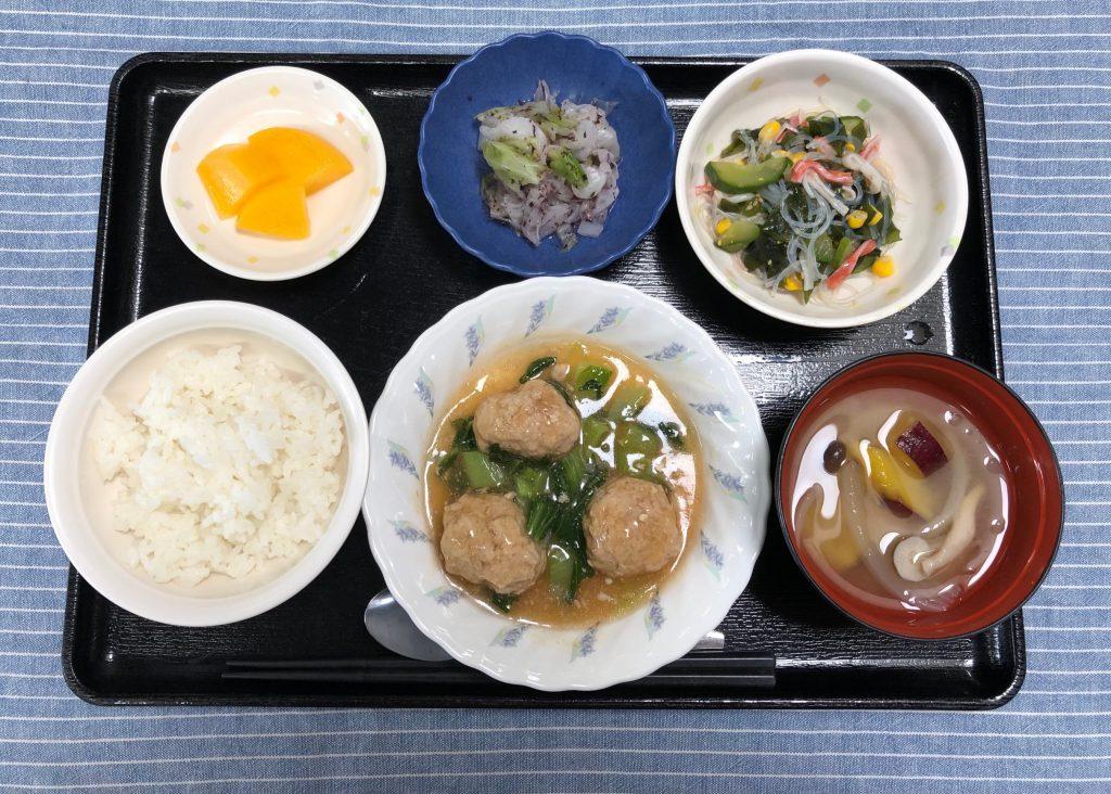 きょうのお昼ごはんは、豆腐肉団子の甘酢あん・中華サラダ・生姜和え・みそ汁・くだものでした。