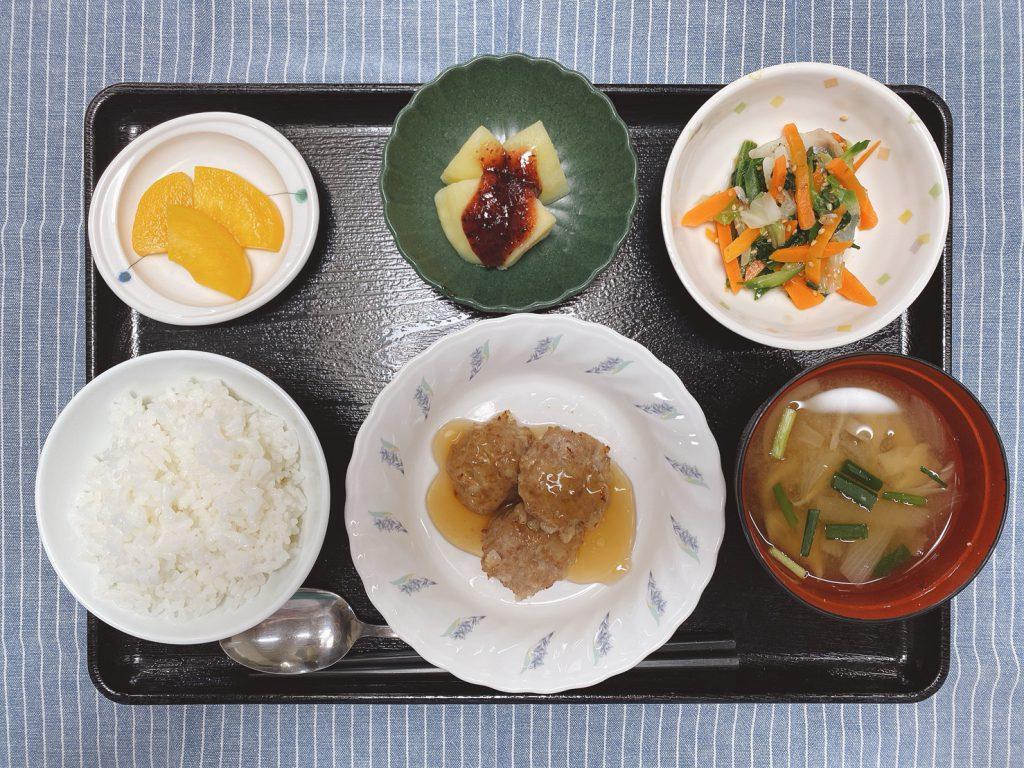 きょうのお昼ごはんは、大根入り豚バーグ、和風コールスロー、梅ジャガ、みそ汁、くだものでした。