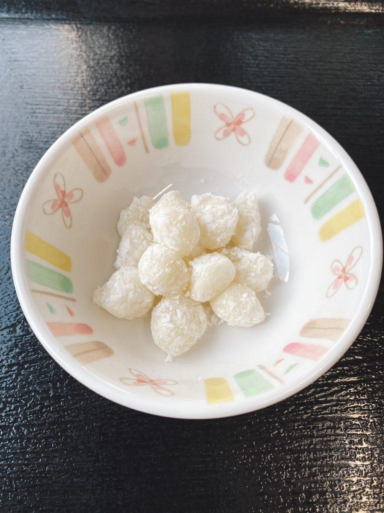 きょうのおやつは、バターもち(秋田の郷土菓子)でした。