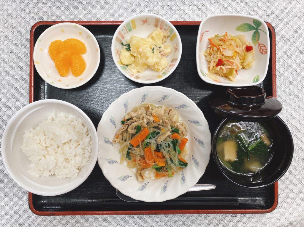 きょうのお昼ごはんは、豚肉と春雨の中華炒め・ツナポテト・生姜和え・みそ汁・くだものでした。