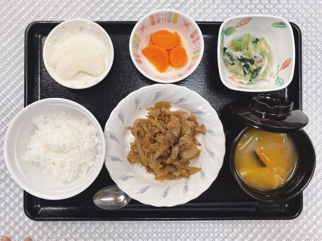 きょうのお昼ごはんは、豚肉とごぼうのしぐれ煮、おろし和え、レモンバター人参、みそ汁、くだものでした。